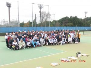 第53回茨城県シニアテニス大会(県南大会)開会式後の集合写真